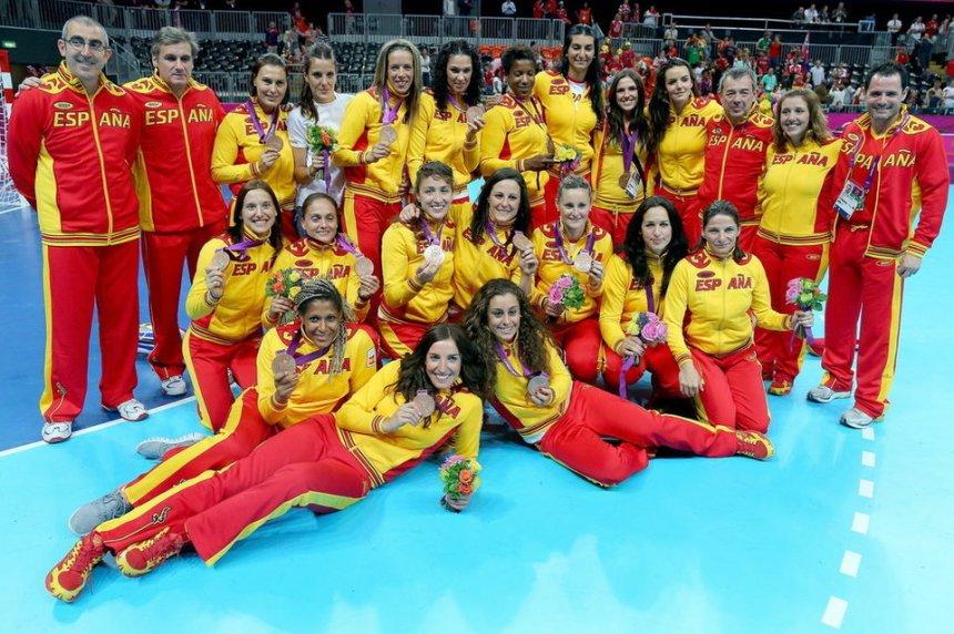 Las-espanolas-celebran-el-bron_54336319781_54115221152_960_640